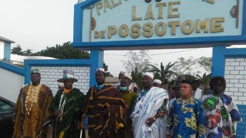 8ème anniversaire d'intronisation du roi de Possotomè : Sous le signe du respect des gestes barrières (Sa Majesté Laté Anagonou Ayolomi II prie pour Patrice Talon)